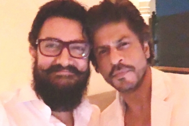 SRK and Aamir share a Candid Click
