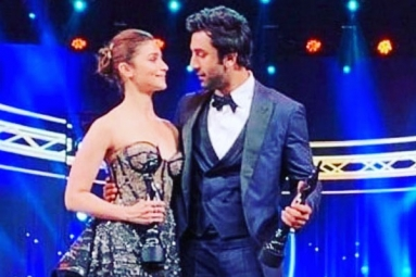 Watch: Alia Bhatt Says 'I Love You' to Ranbir Kapoor in Her Filmfare Winning Speech for Raazi